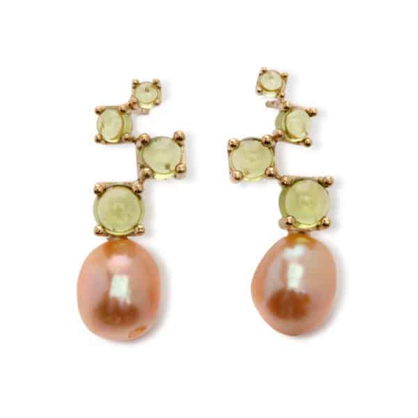 Maviada's Cavallo Flow Midi drop earrings in 18ct Yellow Gold with freshwater Pink Baroque Pearl and cascading 3, 4, 5, and 6mm Peridot cabochon stones