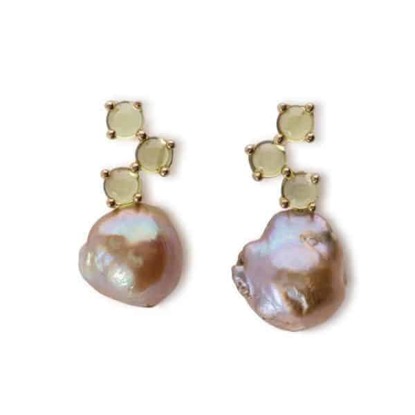 Maviada's Cavallo drop earrings in 18ct Yellow Gold with Freshwater Beige Baroque Pearl and 3x4mm Peridot round cabochon stones
